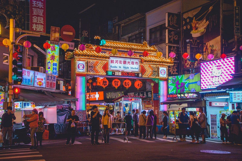 chợ đêm Đài Loan rất nhộn nhịp, tấp nập người mua bán
