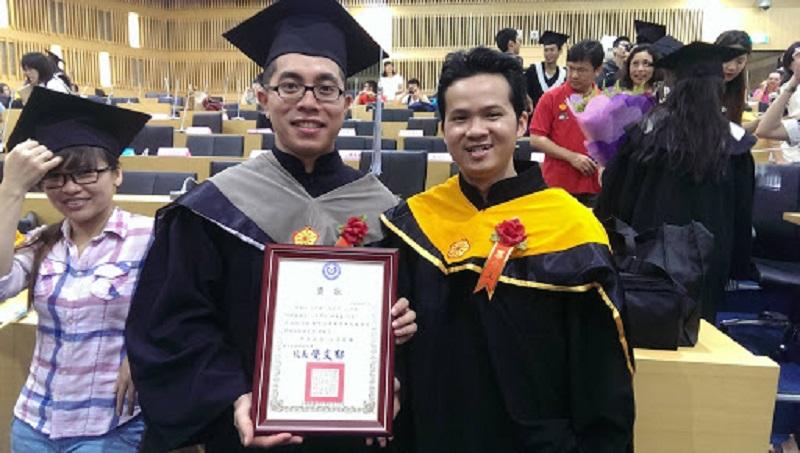 du học sinh Việt Nam nhận bằng tốt nghiệp ở đại học Đài Loan