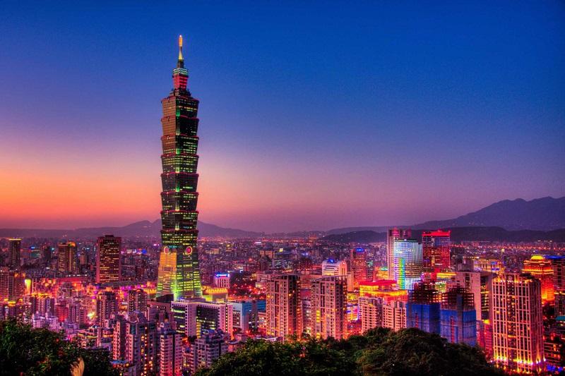 Đài Loan có rất nhiều những tòa nhà cao tầng hiện đại, sáng rực rỡ ánh đèn